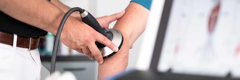 Orthopäde Ditzingen - Dr. Badelt - Behandlung am Arm